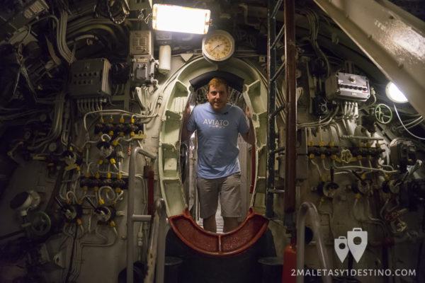 Eguino en el Submarino Espadon en Saint Nazaire en Francia