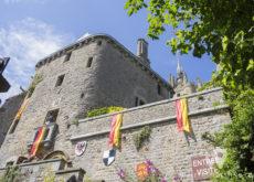 Muros medievales de Mont Saint Michel en Francia