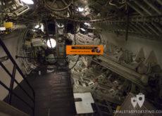 Sala de torpedos del submarino Espadon en Saint Nazaire en Francia