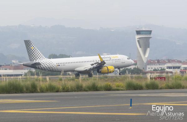 Airbus A320 (EC-MXG) Vueling aterrizando Bilbao