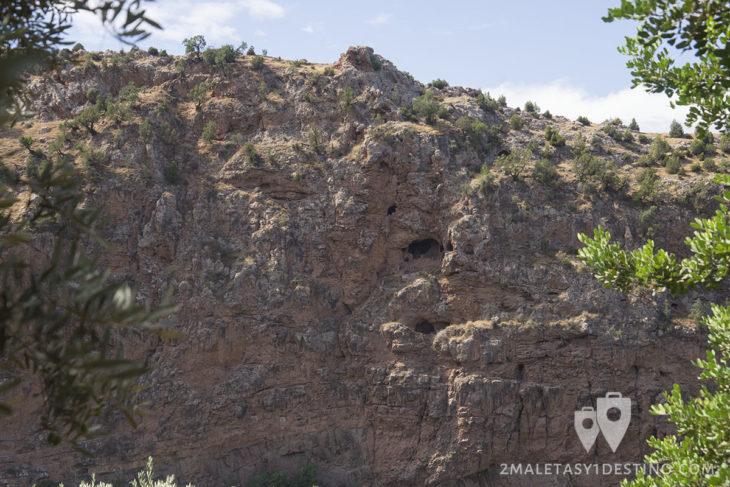 Cuevas y agujerosen las Cascadas de Ouzoud