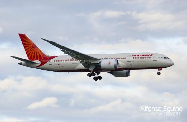 Boeing 787-8 (VT-NAA) Air India