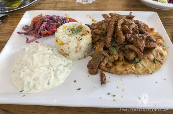 Gyros especial (ternera, pan de pita, arroz y Tzatziki)